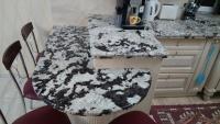 Стільниця на кухні з граніту Delicatos white
