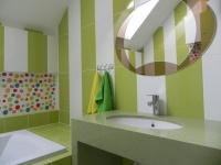 Столешня у ванній з кварциту Verde Luciente